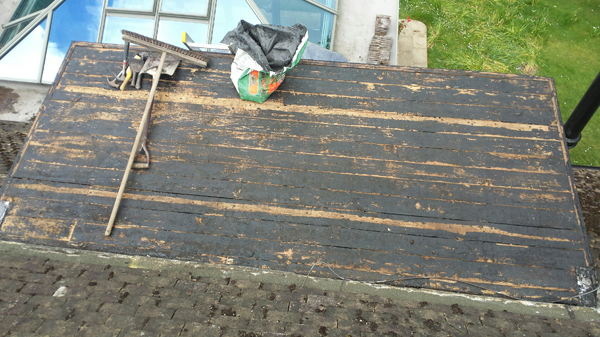 A new flat roof, in warninglid finished in green mineral.